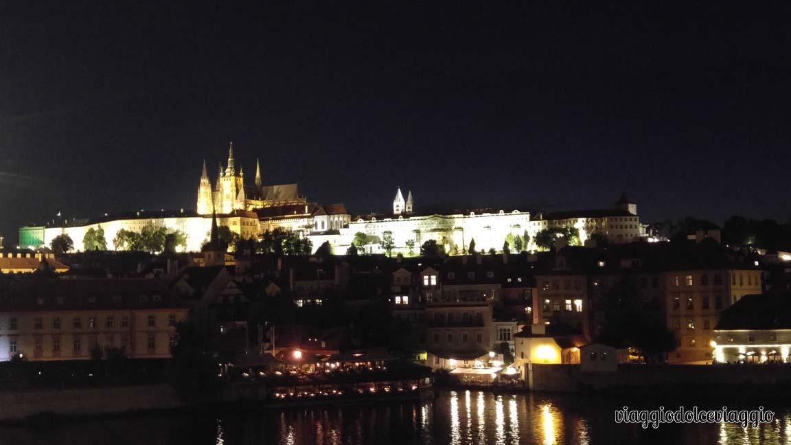 22-panorami-notturni-praga-castello praga